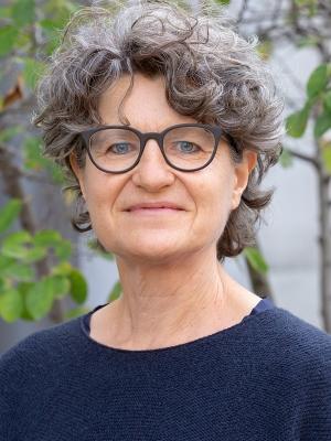 Dr. Vera Bernhardt