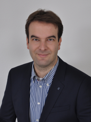 Dr. Sven Straumann