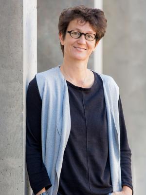 Dr. Olivia Hochstrasser