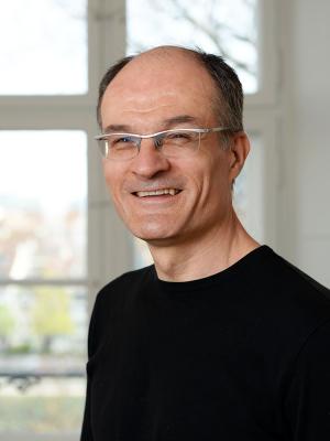 Dr. Veit Arlt